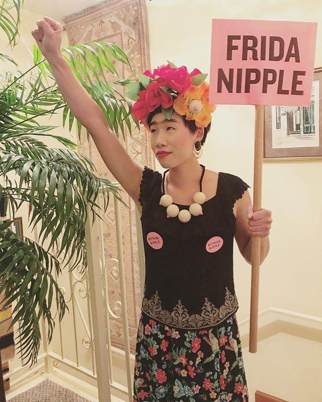 #FridaNipple ✊️✊️✊️