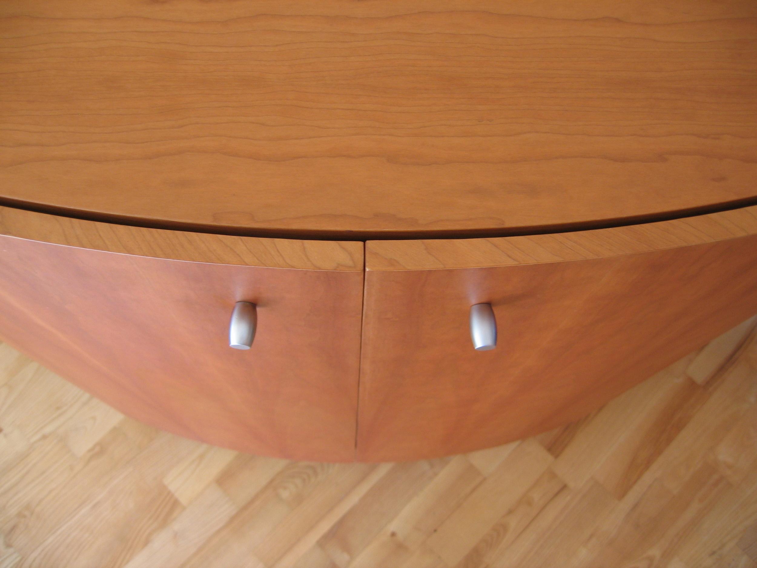 detail van de gesloten, ronde schuifdeurtjes