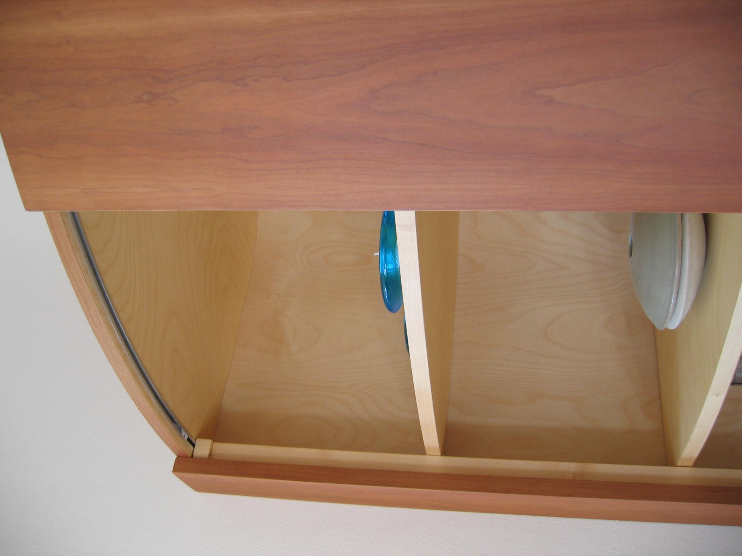 detail open vak met ingefreesde geleiding voor schuifdeur