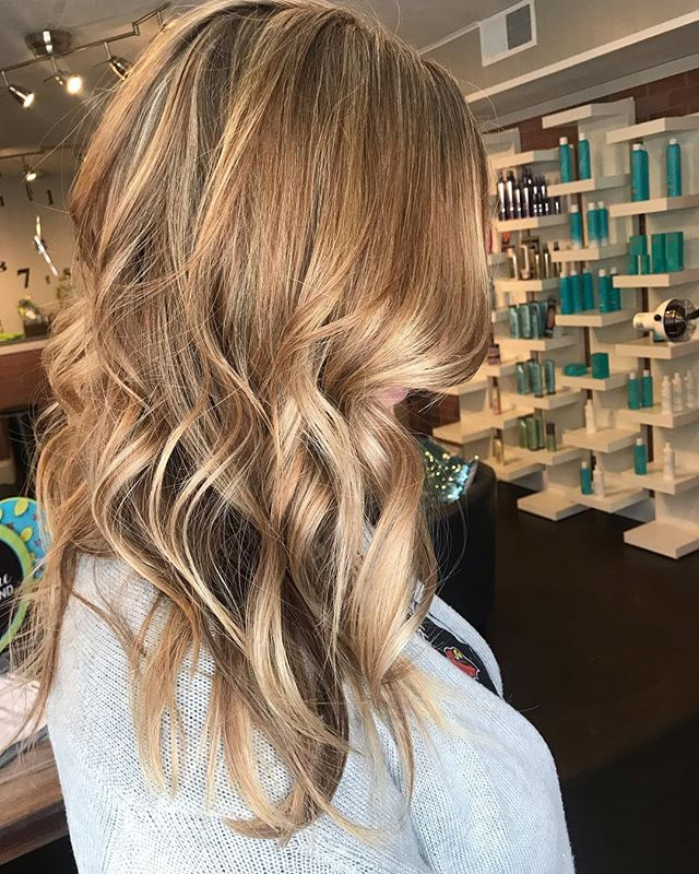 When babylights meet balayage, this gorgeous hair color happens. ⭐️
