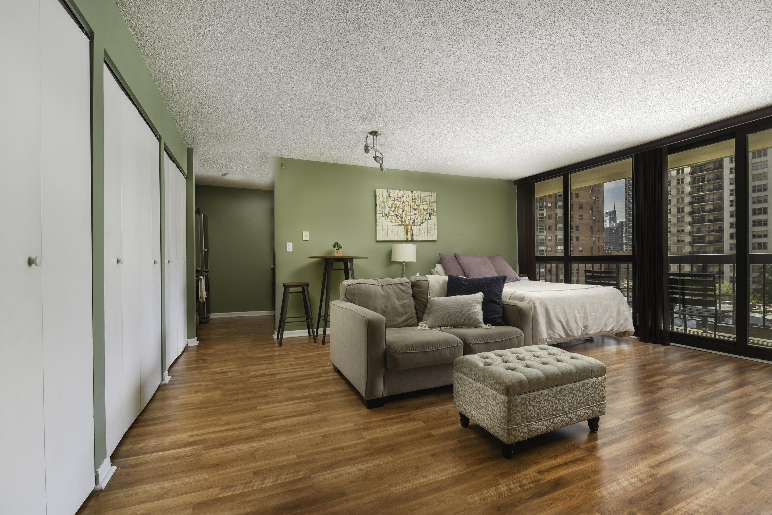 33-W-Delaware-9E-kourtney-murray-chicago-real-estate-3.jpg