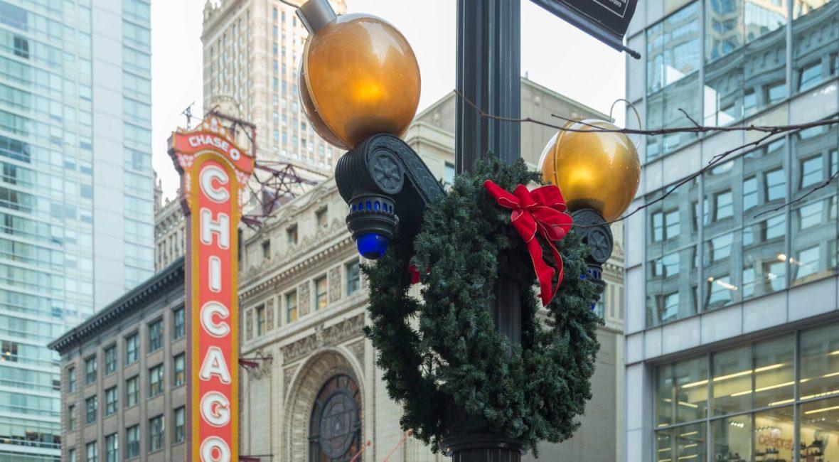 kourtney-murray-chicago-real-estate-street-holiday-wreath-.jpg