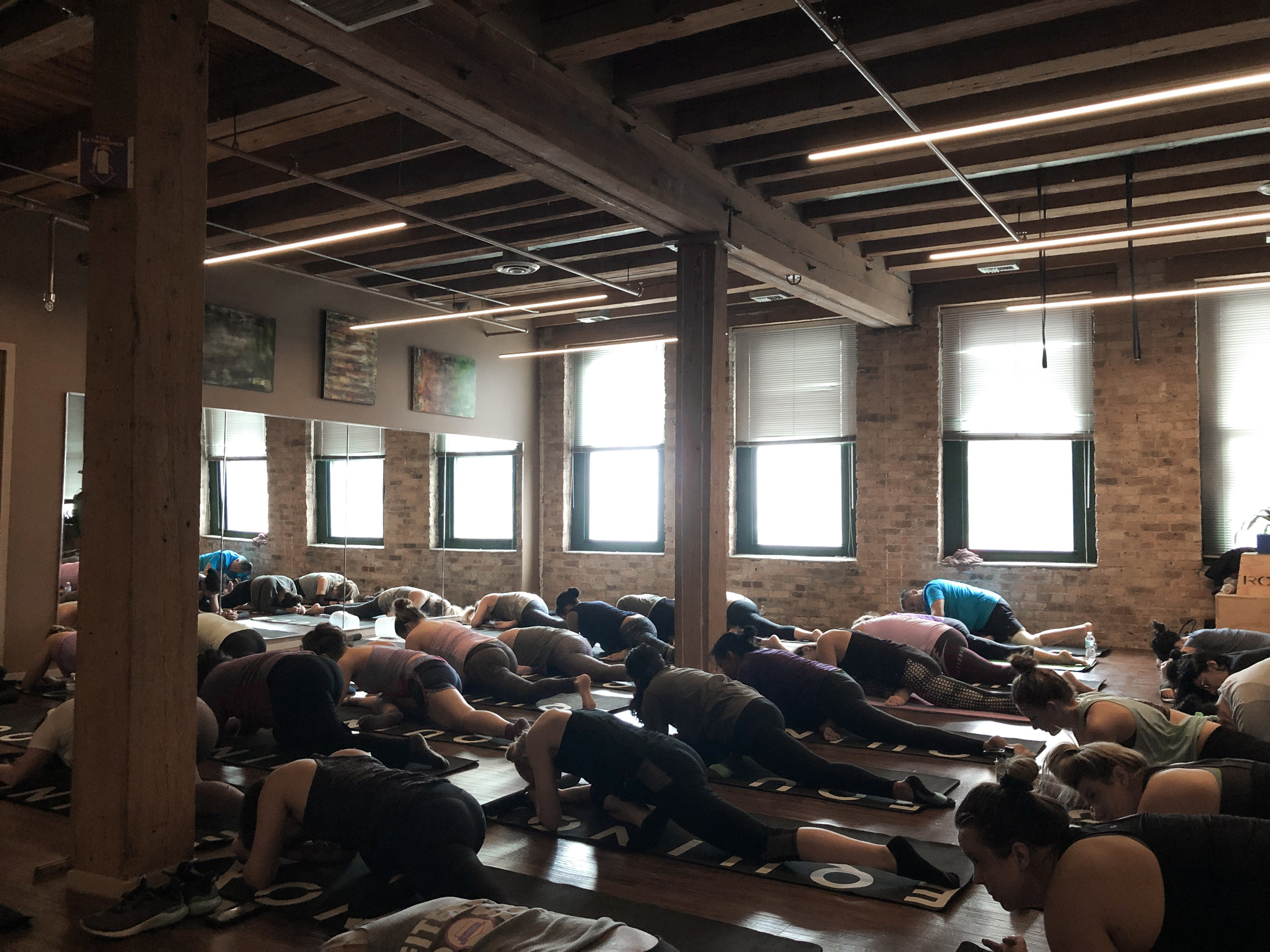 km-living-kourtney-murray-chicago-real-estate-equinox-yoga.jpg