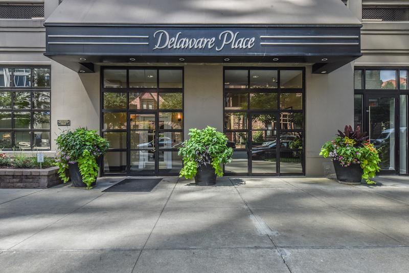 33-W-Delaware-9E-kourtney-murray-chicago-real-estate-18 copy 2.jpg