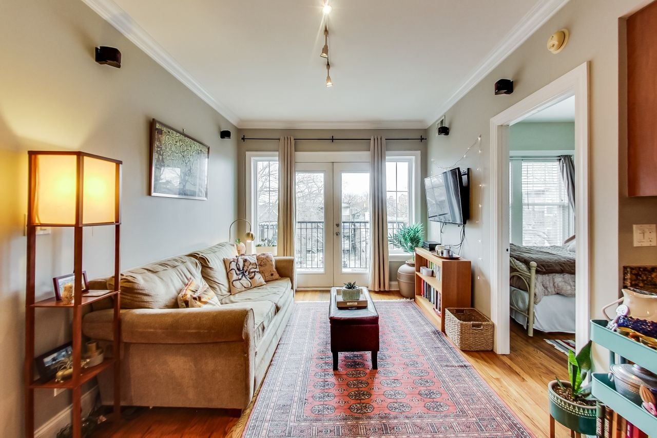 4422-n-ashland-3w-chicago-kourtney-murray-real-estate-living-room.jpg