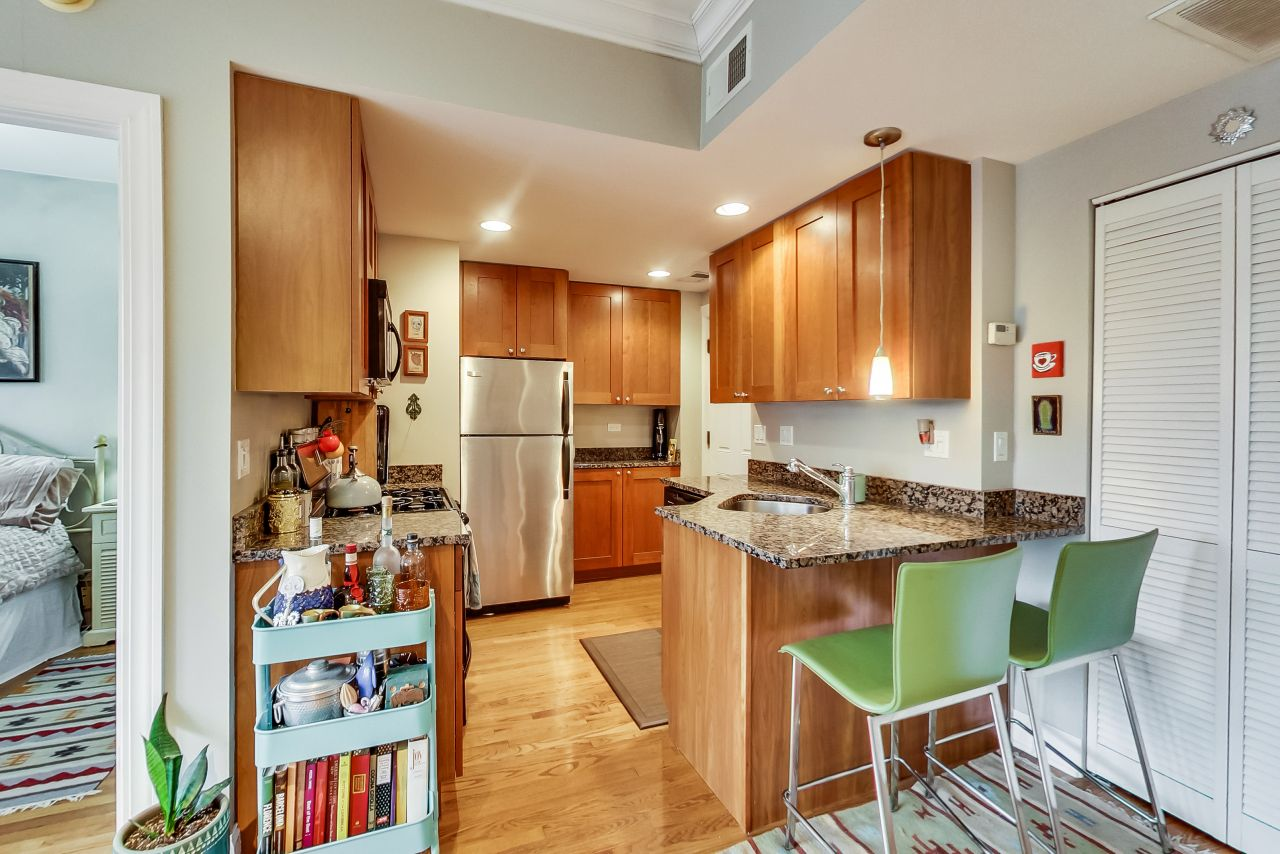 4422-n-ashland-3w-chicago-kourtney-murray-real-estate-kitchen