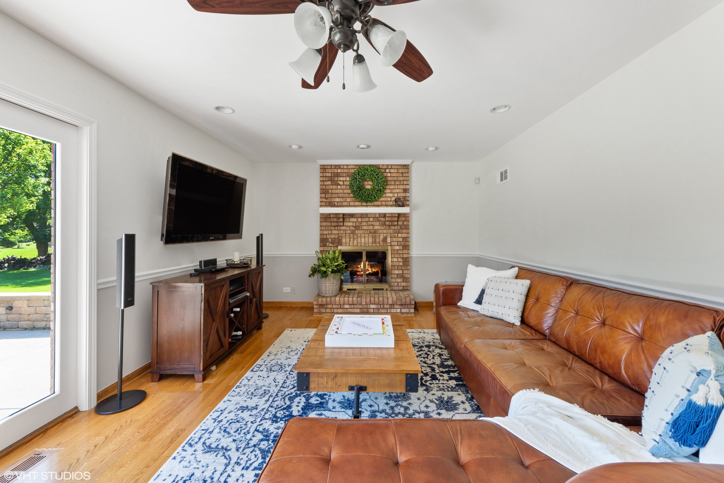195-mooregate-trail-hawthorn-woods-family-room