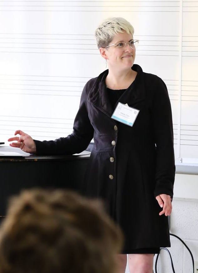 Wendy Franz presenting at StateraConIII. (Photo by Malloree Delayne Hill)