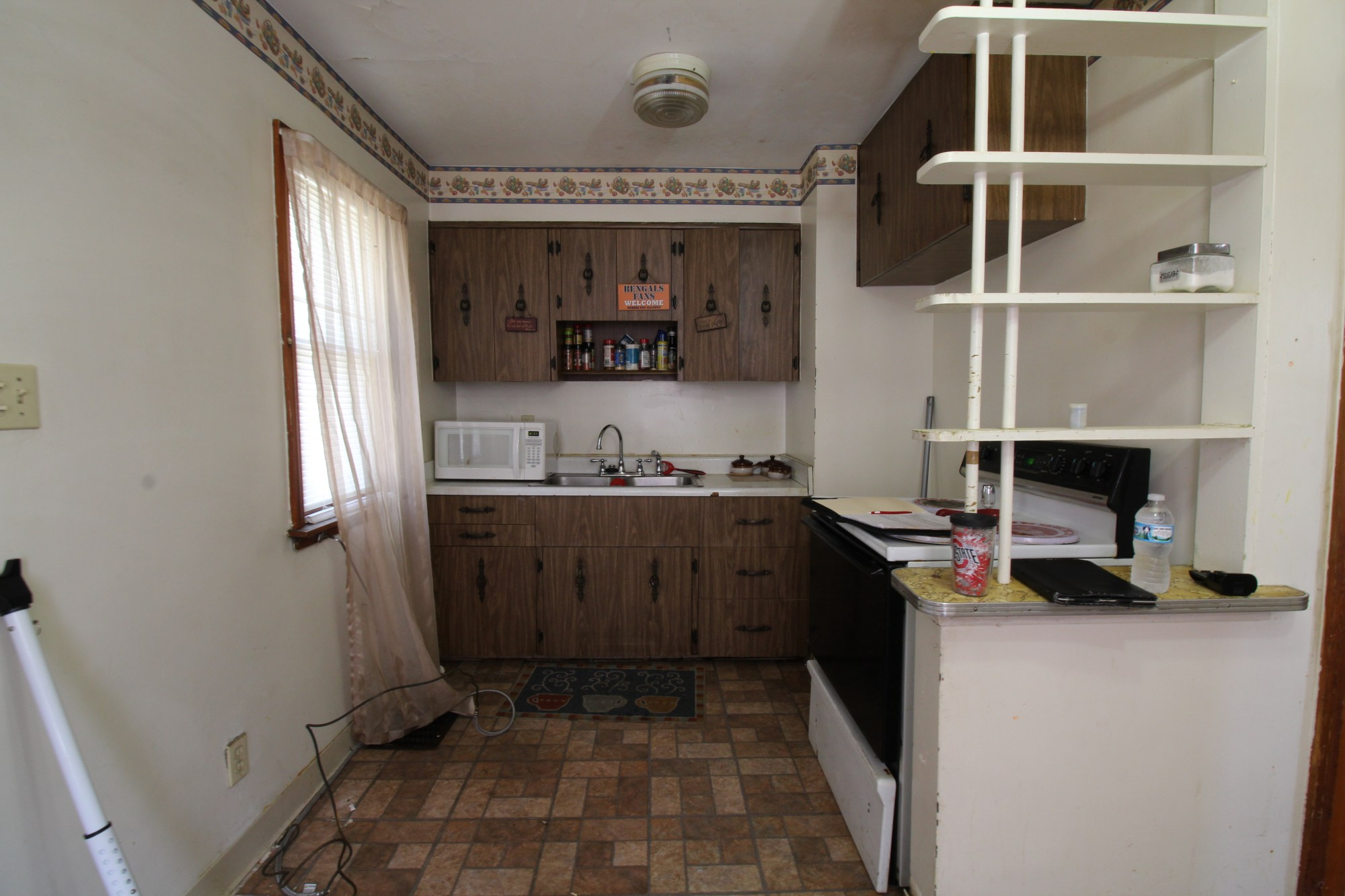 Small Kitchen - Before
