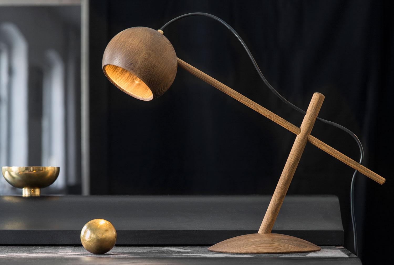 Lune_desk_lamp_01.jpg