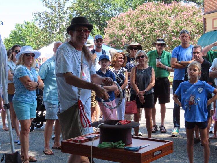 Penn Rusell Magician with crowd.jpg
