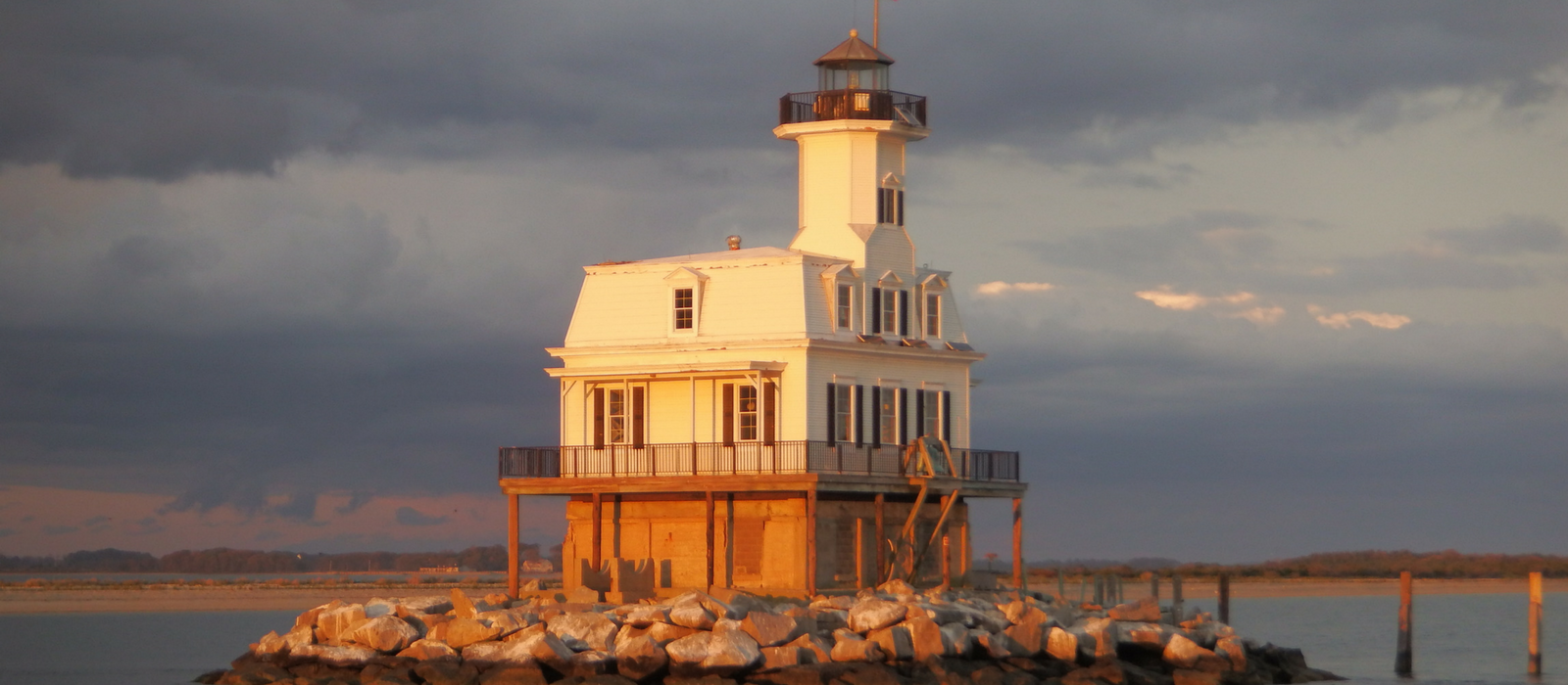 Lighthouse     Cruises & Tours