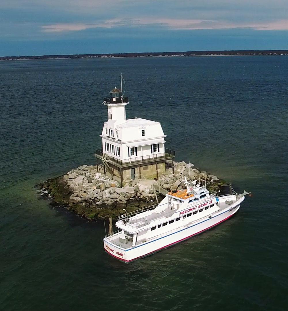 long-beach-lighthouse-with-boat.jpg