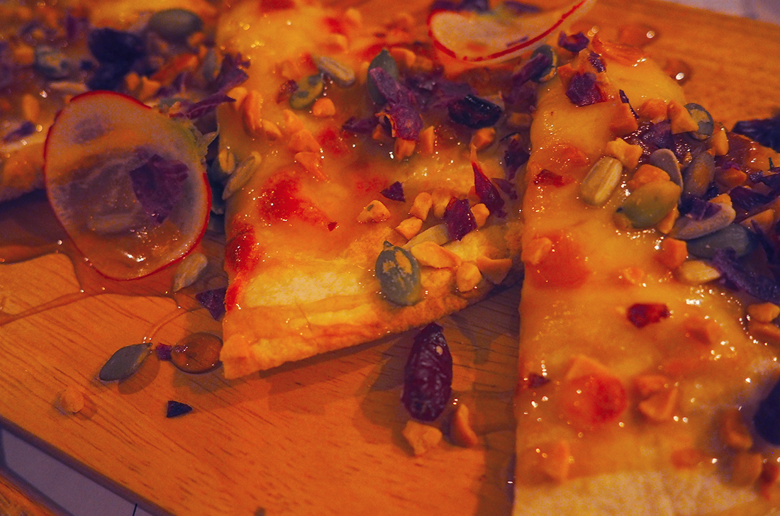 Suda Korean Bistro Melbourne CBD Review - Gorgonzola Garlic Pizza