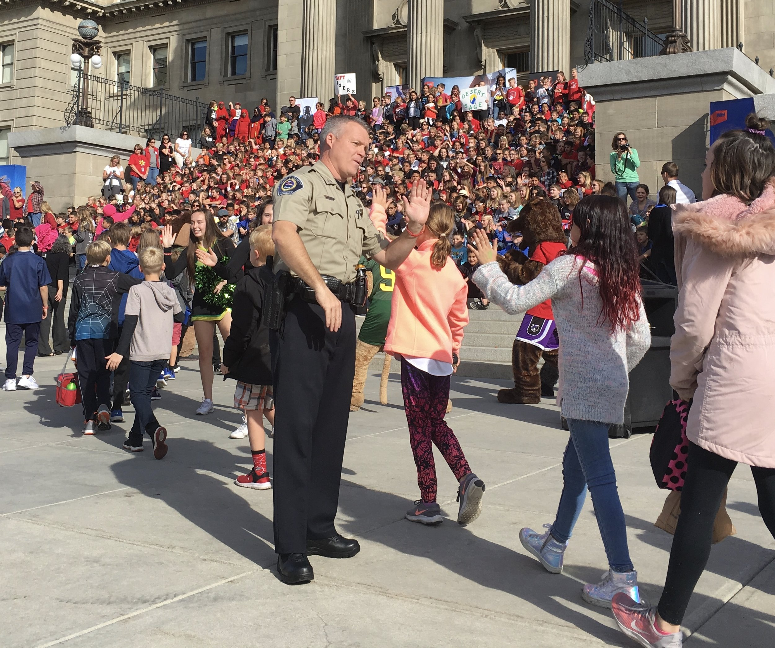 Sheriff Bartlett at the Red Ribbon Rally encouraging kids to live healthy and drug-free.
