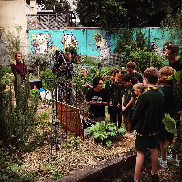 It was such a great morning with @camdenvillepaddock, Camdenville Public School and @channel9 for Food Scrap Friday. @peteryongjun captivated the kids talking soil, worms, microbes and composting with @thesubpod!  #subpod #feedthesoilfeedtheworld #urbanorganic  #growyourown  #urbanorganicgardener #permaculturelife #indiegogo #earth #permaculture #green  #eco #sustainability  #ecofriendly  #climatechange  #crowdfunding #sustainable  #gogreen #recycle  #zerowaste  #garden #soil  #compost #savetheplanet  #crowdfunding #icaw