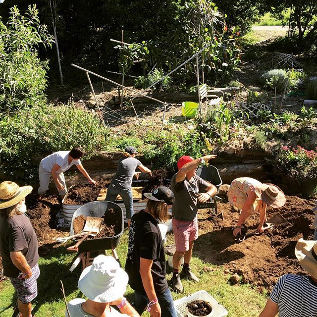Today is the start of International Composting Awareness Week and to kick it off right we ran a workshop on  building a Subpod Composting Garden at @theplantingwoodfordia. This Subpod Garden is at the @woodfordfolkfestival office and will be used to compost staff food waste.
