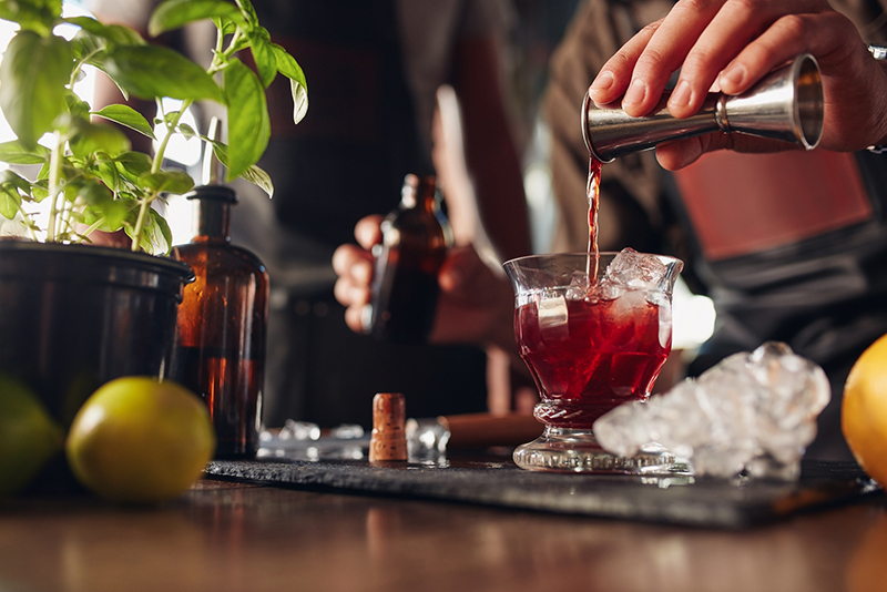 Enjoy Skarlet No.1 virgin aperitif with a simple virgin mixer, such as ginger ale, club soda, tonic water, or experiment with one of our Virgin Series sparkling juices.