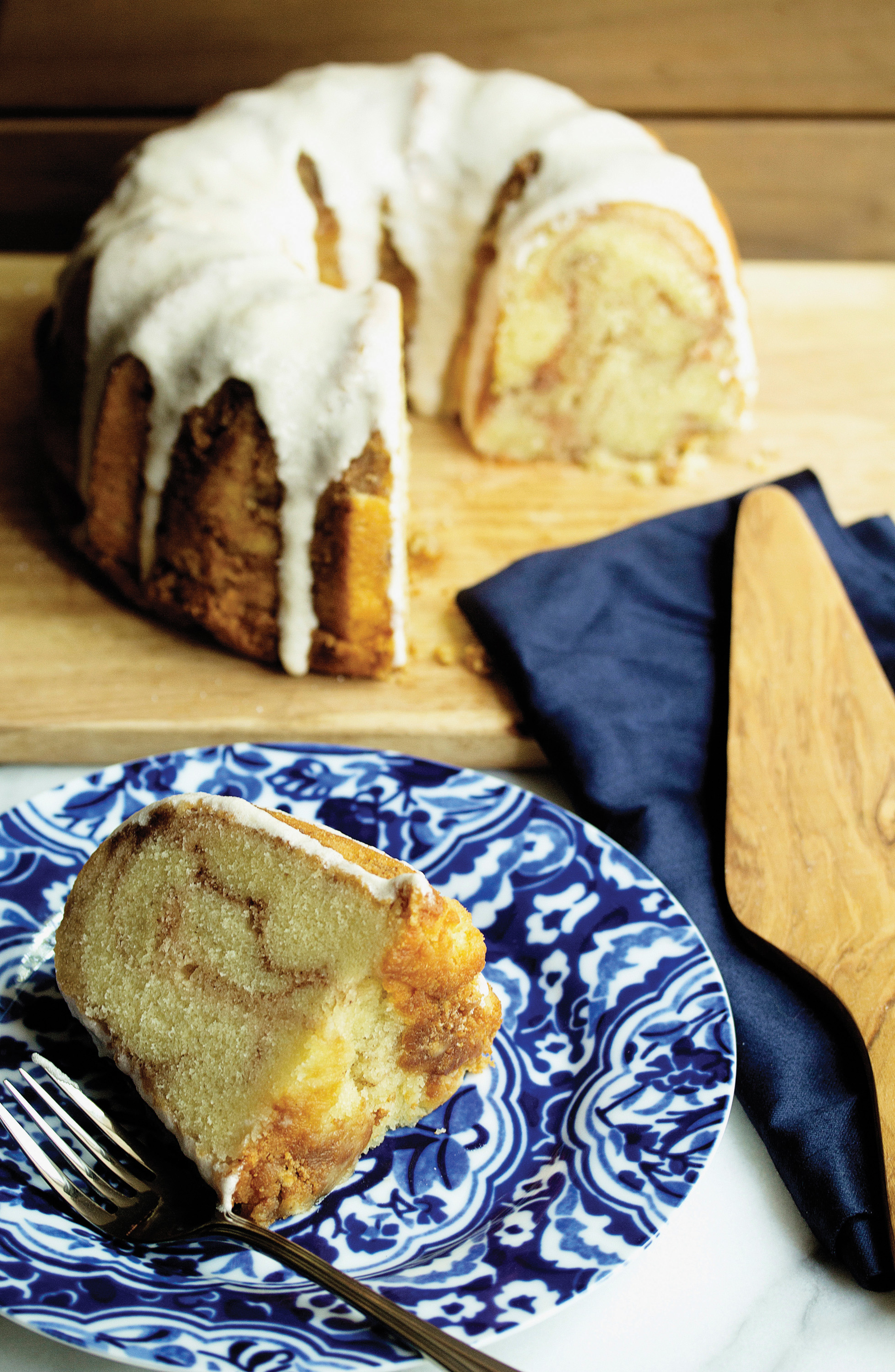 Learn how to make this delicious Cinnamon Roll Pound Cake by clicking the image above!