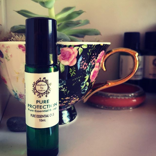 Boy do i need a good dose of protection today... Seasons are achangin'🌿@mothersbynature #pureprotection #aromatherapy #healingwithmothernaturesessentials #antibacterial #antimocrobial #restisbest #mothersbynature #essentialoils #naturalremedies @the_wellness_circle