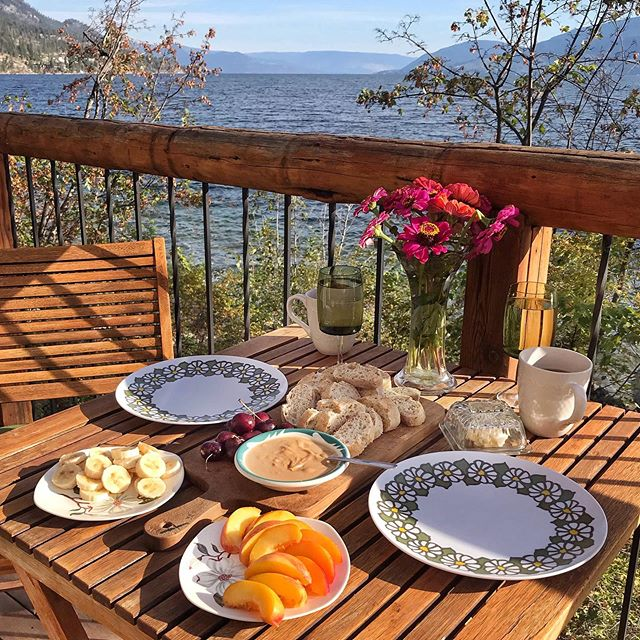 Simple breakfast on our cabin porch at Little Creek this morning 💞🙏💕