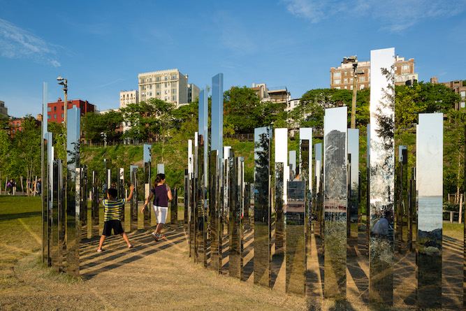 All images:JEPPE HEIN: PLEASE TOUCH THE ART May 17,2015 – April17, 2016   Brooklyn Bridge Park Presented by Public Art Fund   (c) Jeppe Hein, Courtesy 303 Gallery, New York