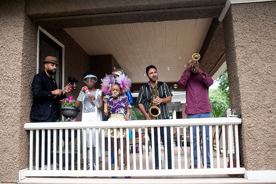 At 7337 S. Paxton, Mikel Patrick Avery (left) and members of his quartet Anthony Bruno and Ben Lamar Gay were joined by dancers from Sydney Chatman and the Fly Girls.