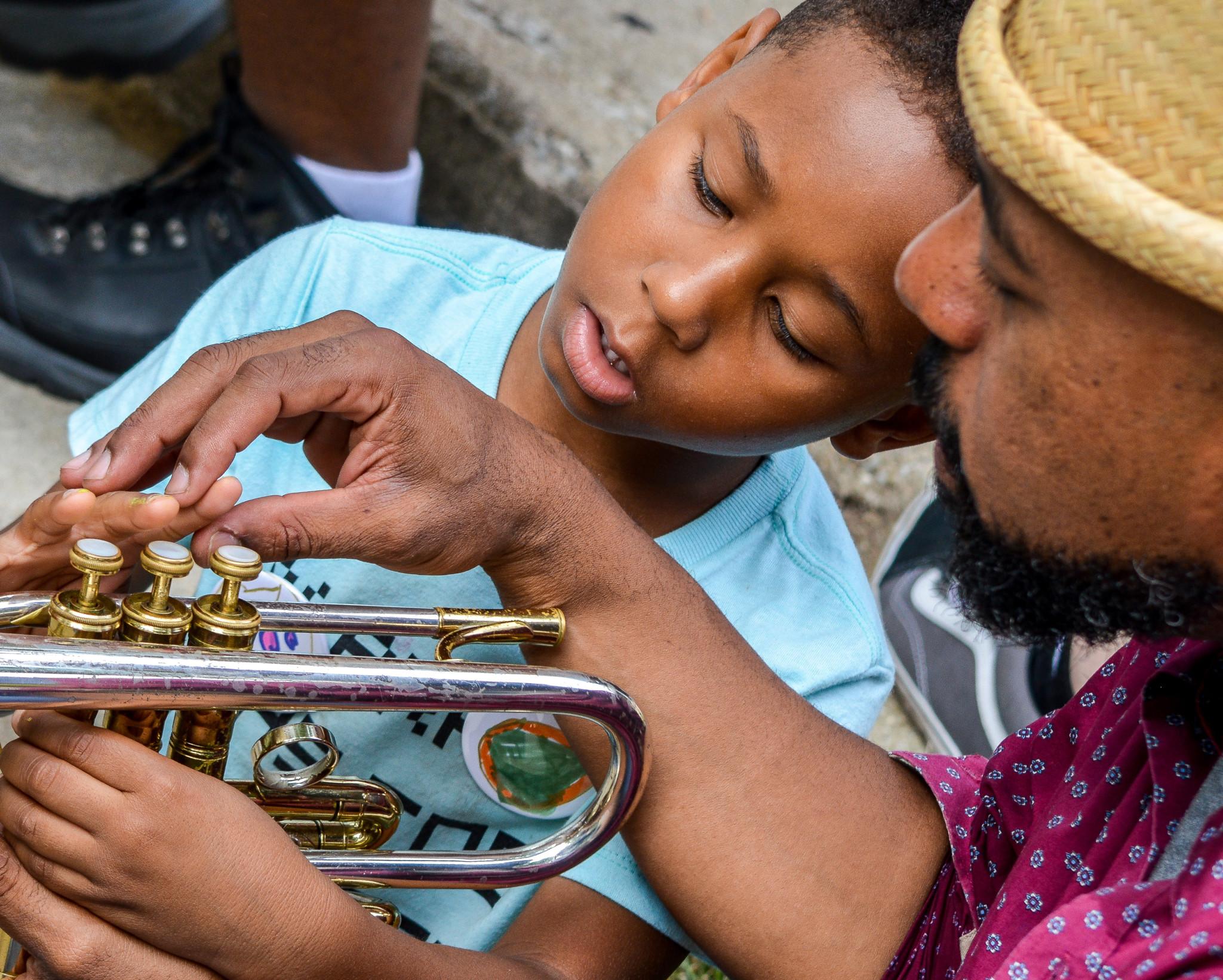 Ben Lamar Gay shows a young attendee his trumpet (Bridget Vaughn)