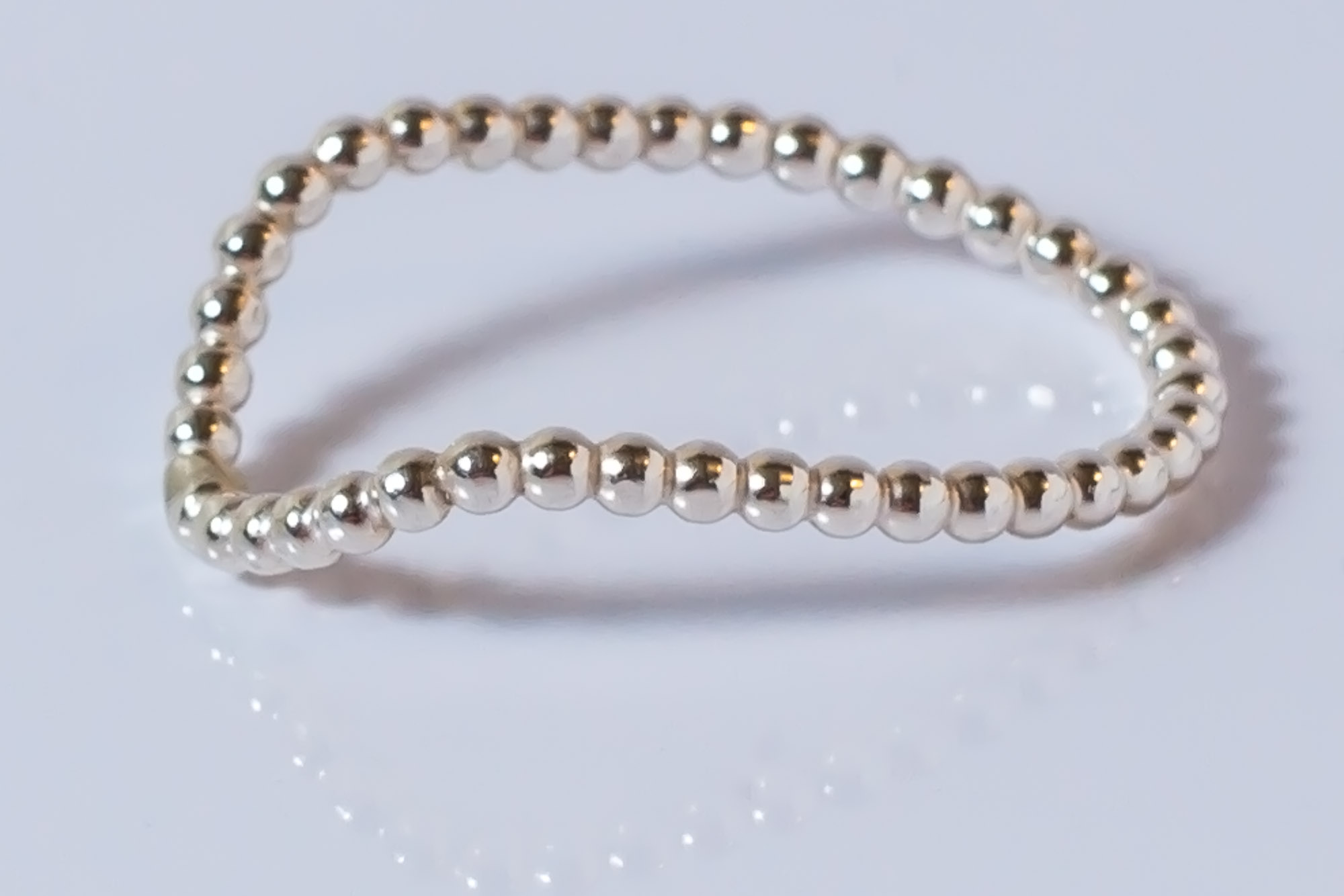 Pris dkk 650. Perletråd med knæk