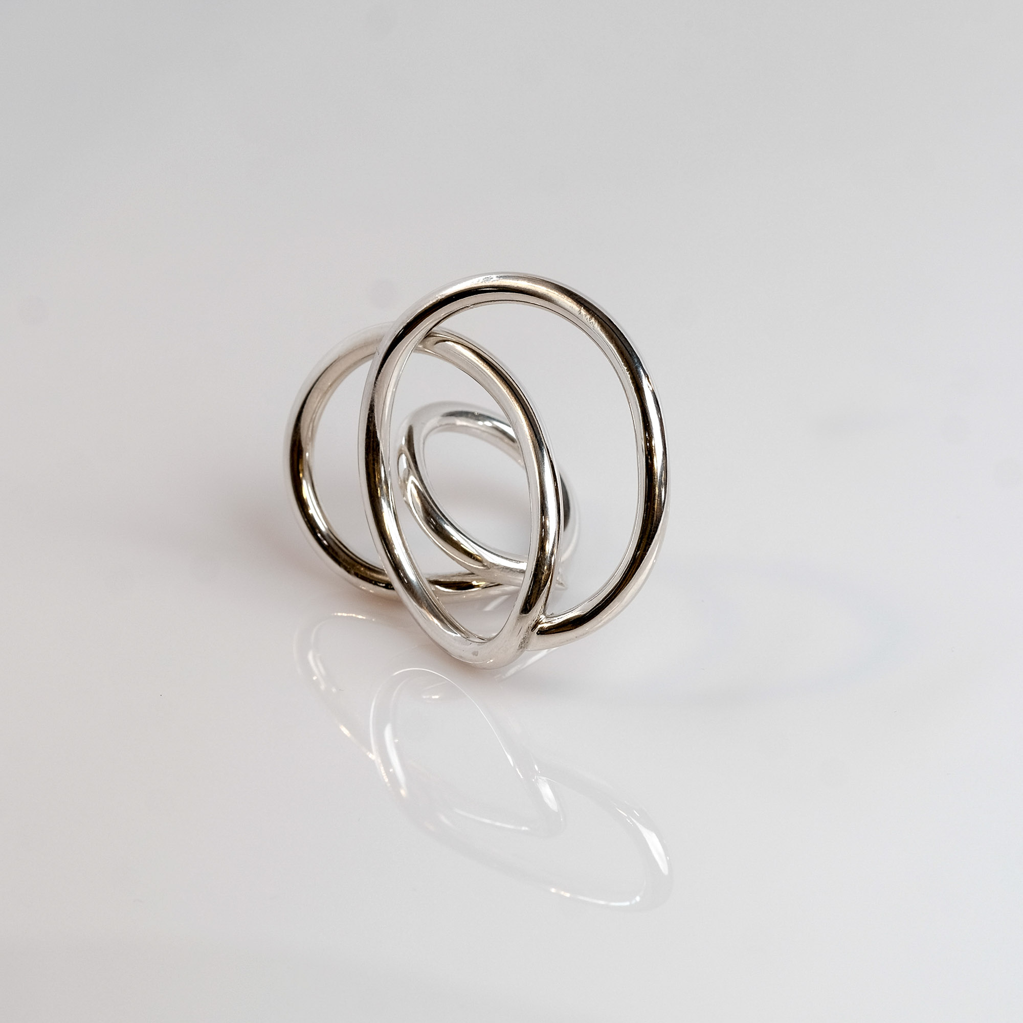 Pris: dkk 1450 Stor smuk snoet ring