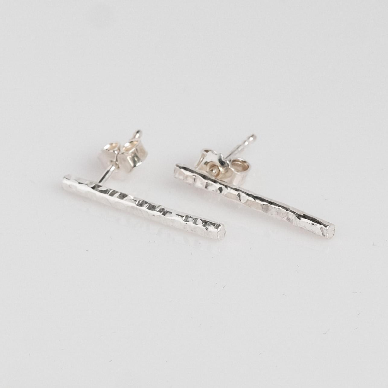 Pris dkk 585. Hammerslået sølv øreringe