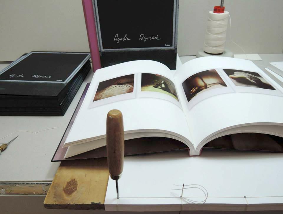 Handarbeit in der Buchbinderei