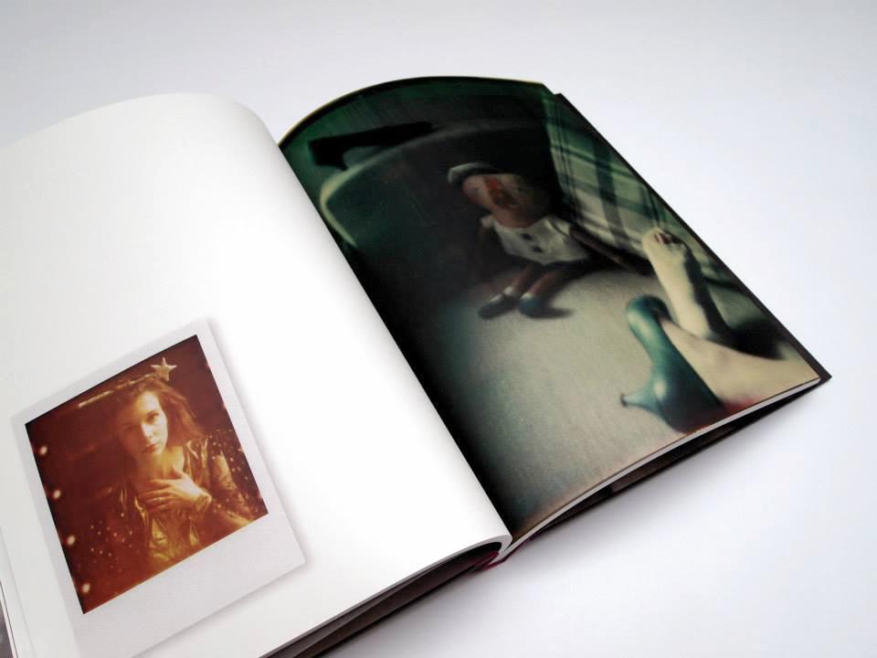 Doppelseite Fotos: Agafia Polynchuk – POLAROIDS
