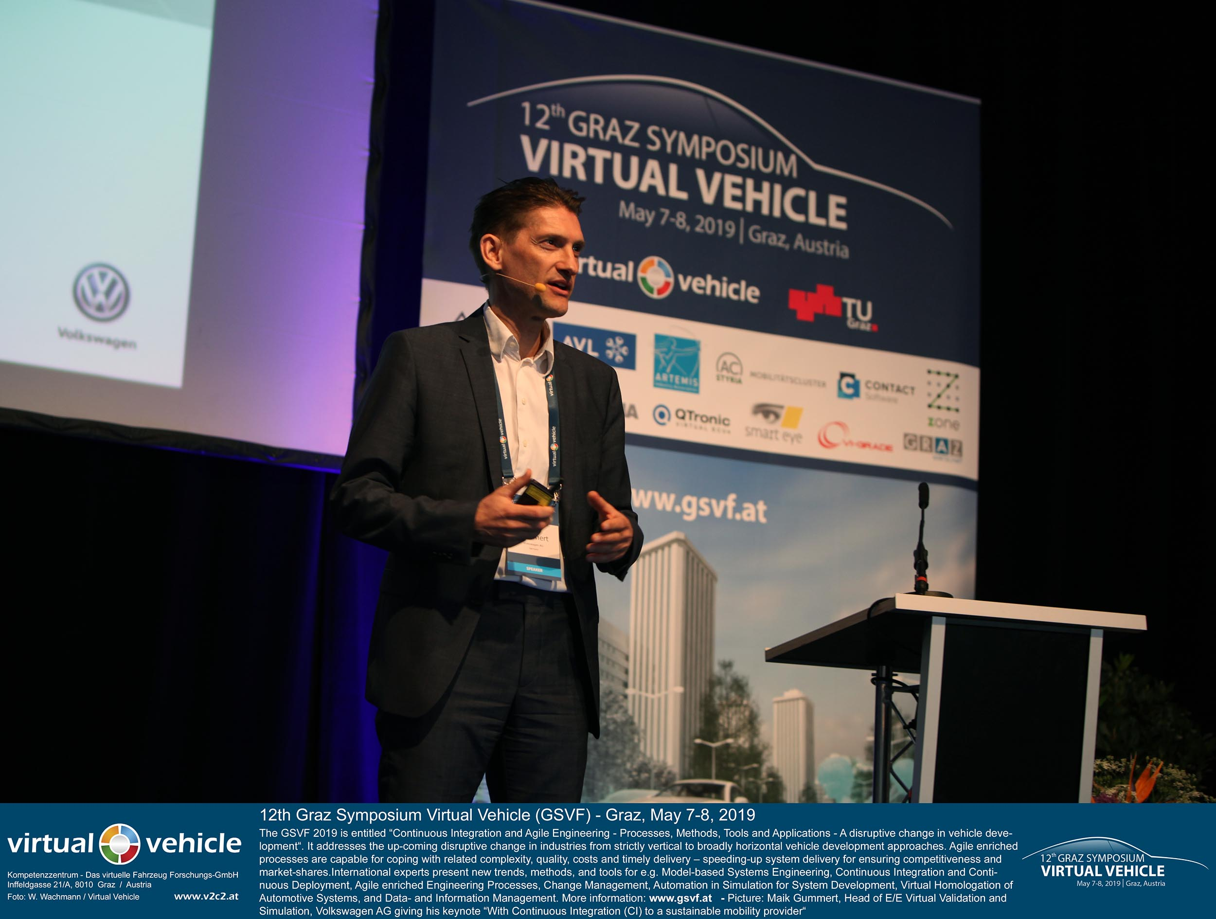 "Maik Gummert (Head of E/E Virtual Validation and Simulation bei Volkswagen AG) eröffnet mit seiner Keynote ""With Continuous Integration (CI) to a sustainable mobility provider"" das 12. Grazer Symposium Virtuelles Fahrzeug 2019.©VIRTUAL VEHICLE"