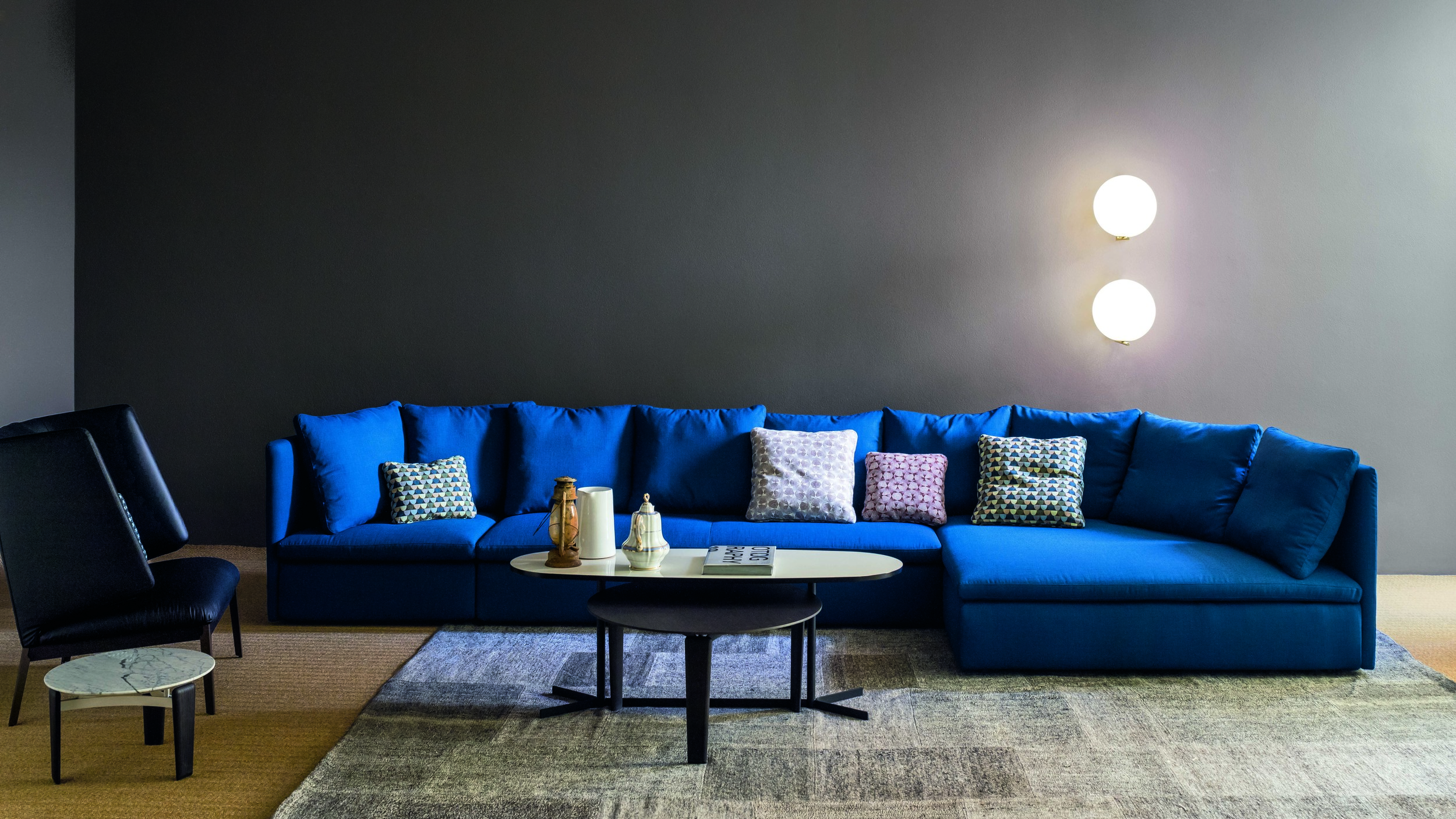 Hug Wingchair from Arflex and Tablet side table from Arflex and Mangold Sofa from Arflex
