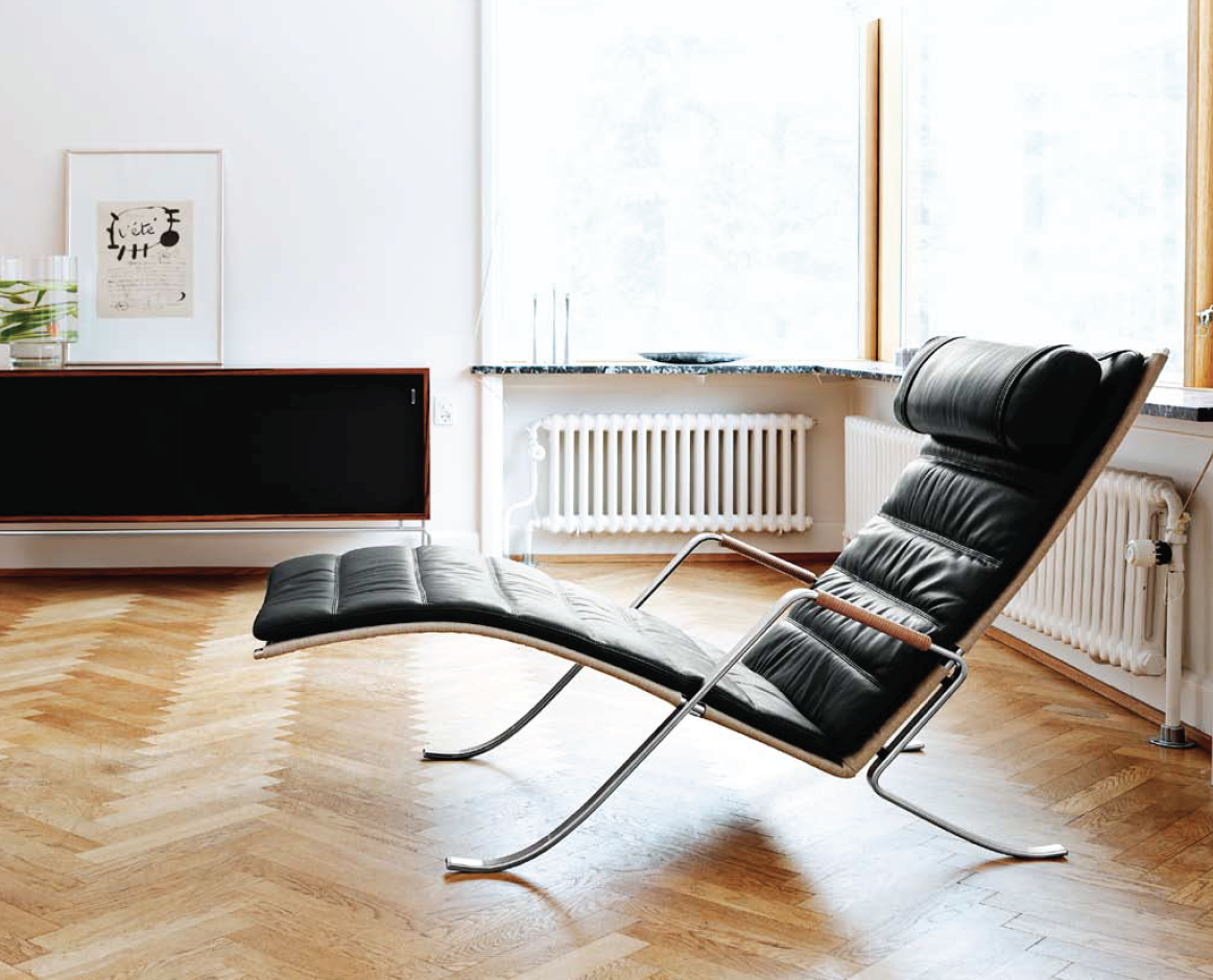 FK87 Grasshopper Chaise from Lange Production.