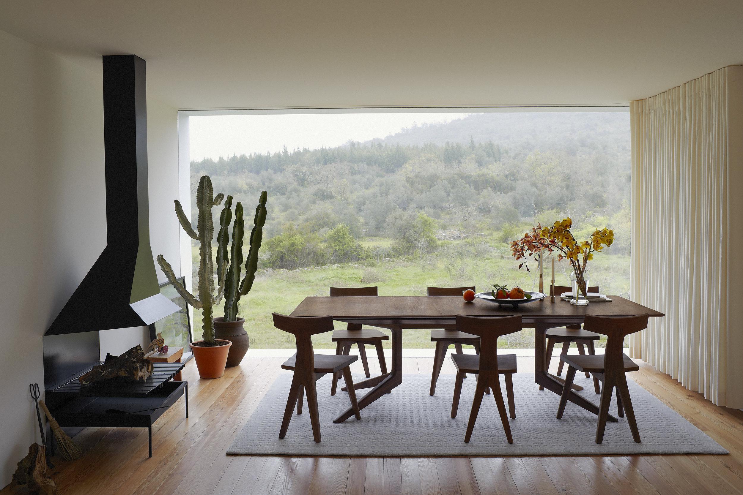 Light Extending table from DeLaEspada