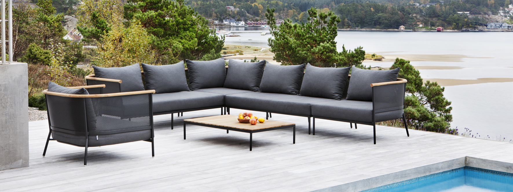 RIAD Outdoor Sectional Sofa from Oasiq