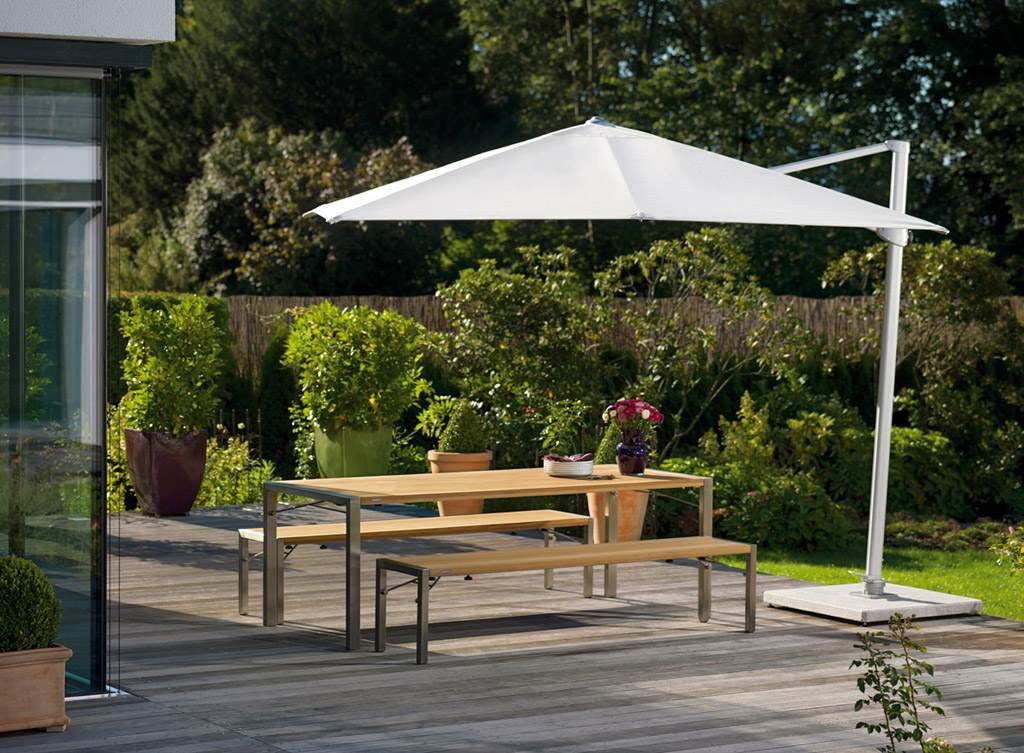 Cantilevered Umbrella by Weishaupl