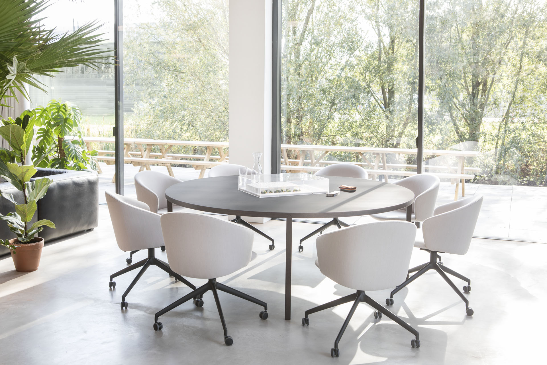 Slim+ Round table by Arco