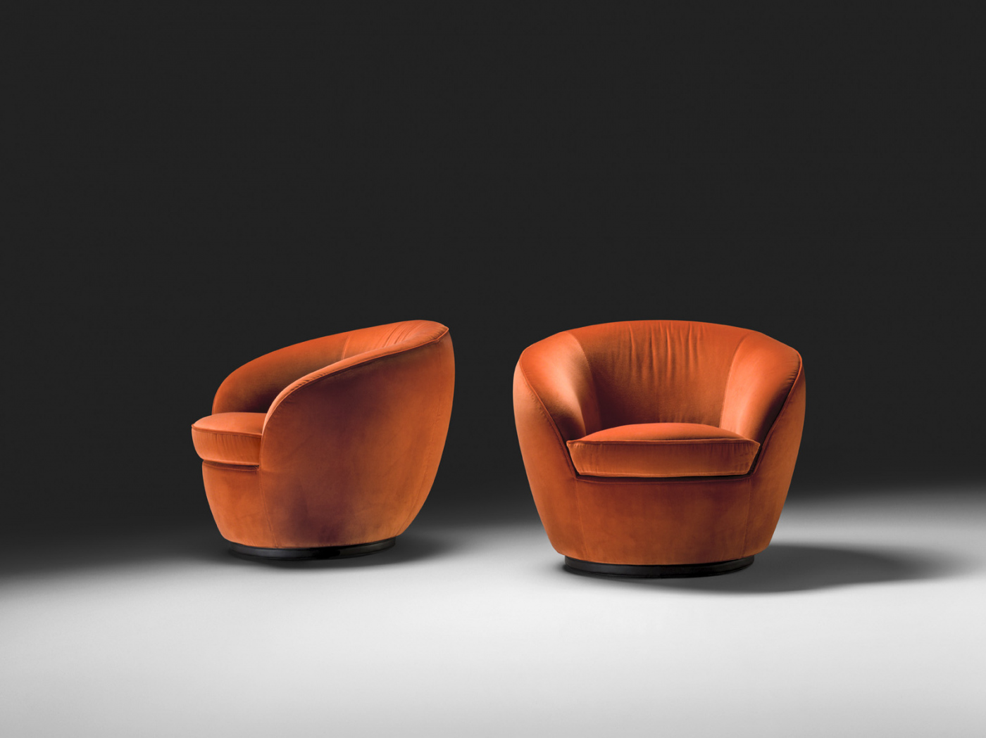 Guilia Swivel chair by Black Tie