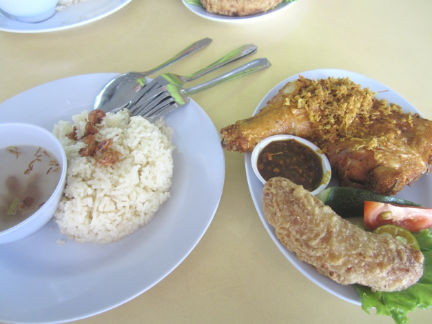 Lunch - Malaysia style deep fried chicken and banana