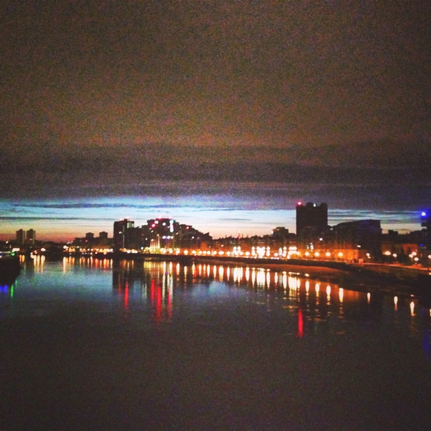Sunrise running over the Thames