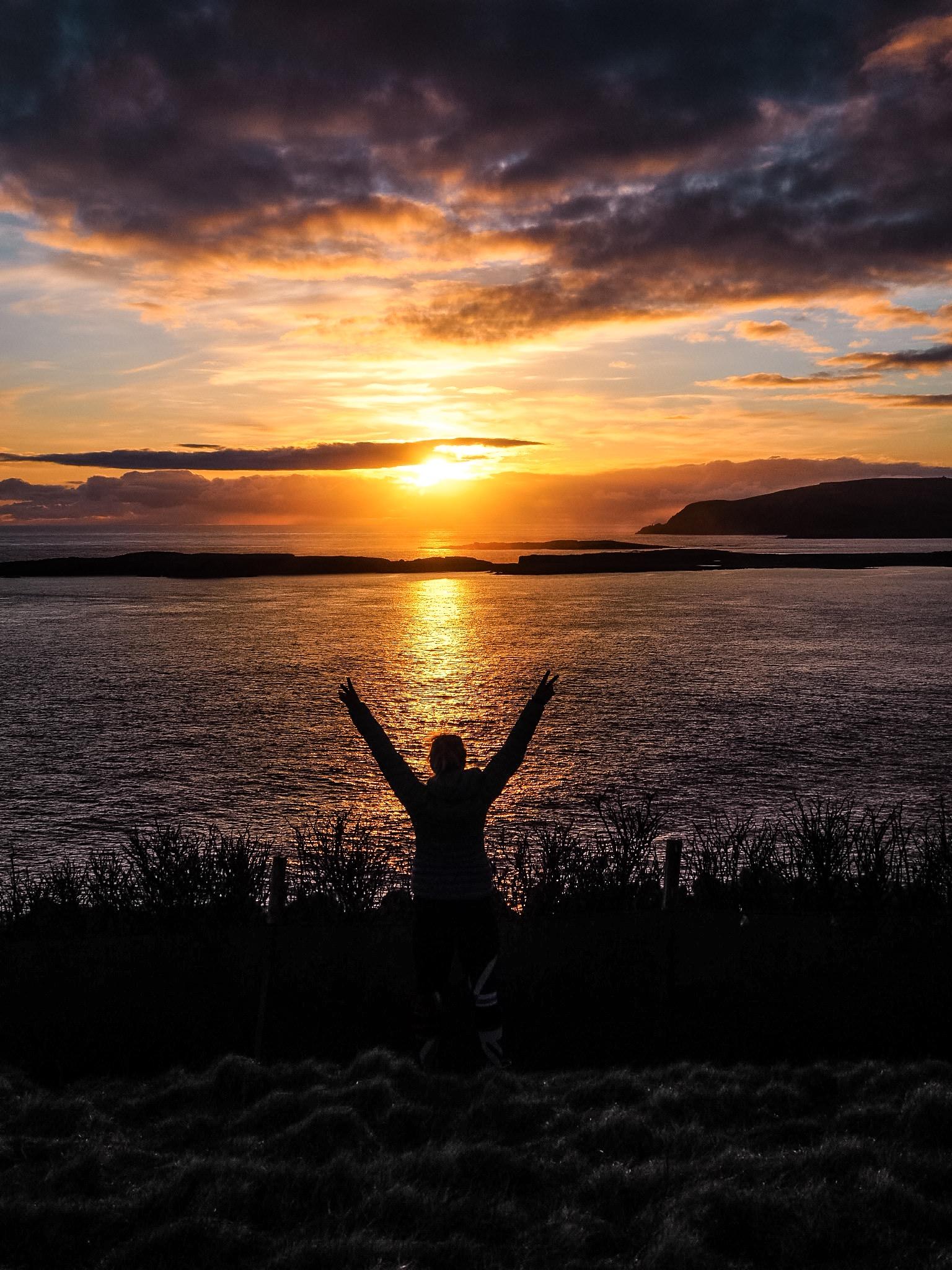 Sunset Jonnhie Notions Bod, Shetland