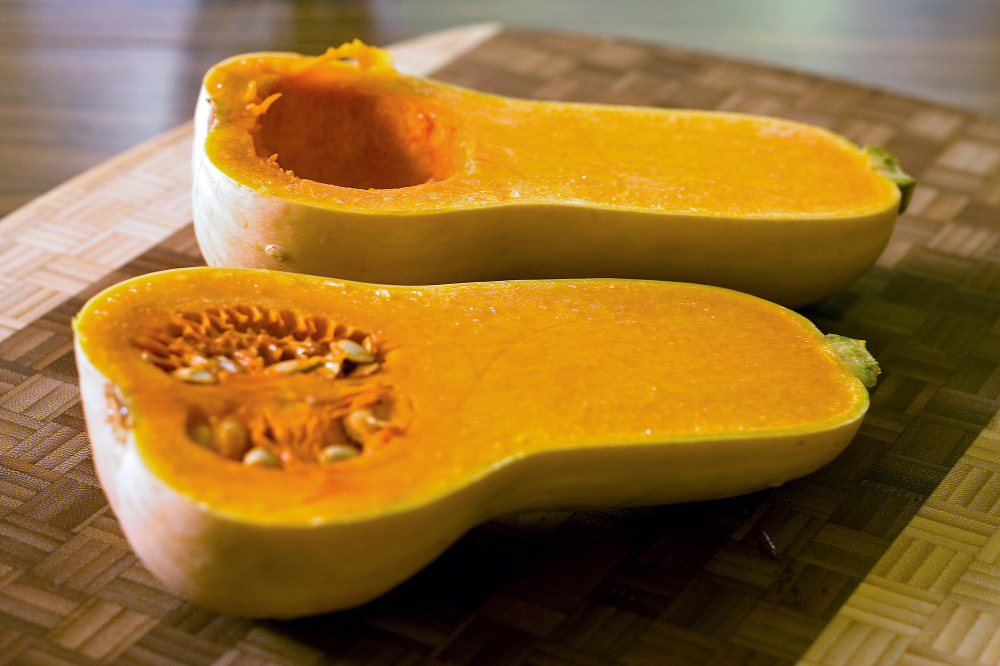 Butternut_squash_seed_cavity_and_seeds.jpg