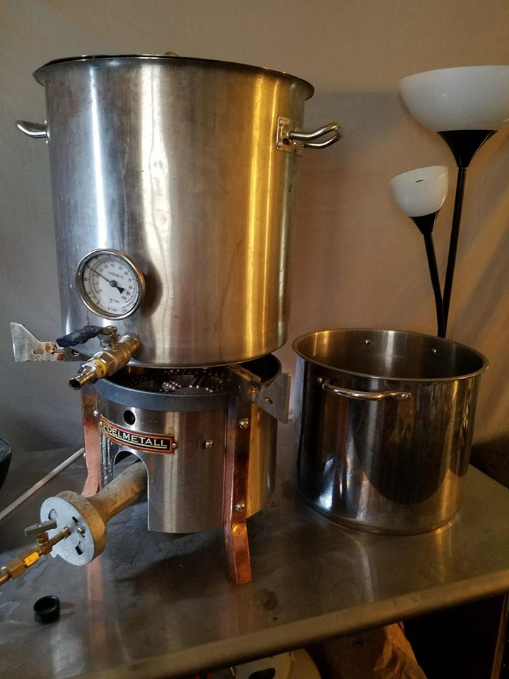 On the right, a 5 gallon kettle from an early kit that I no longer use. On the left, my over priced burner and kettle that I currently use. If this guide had been around when I started, I'd have about $300 dollars more in my pocket right now