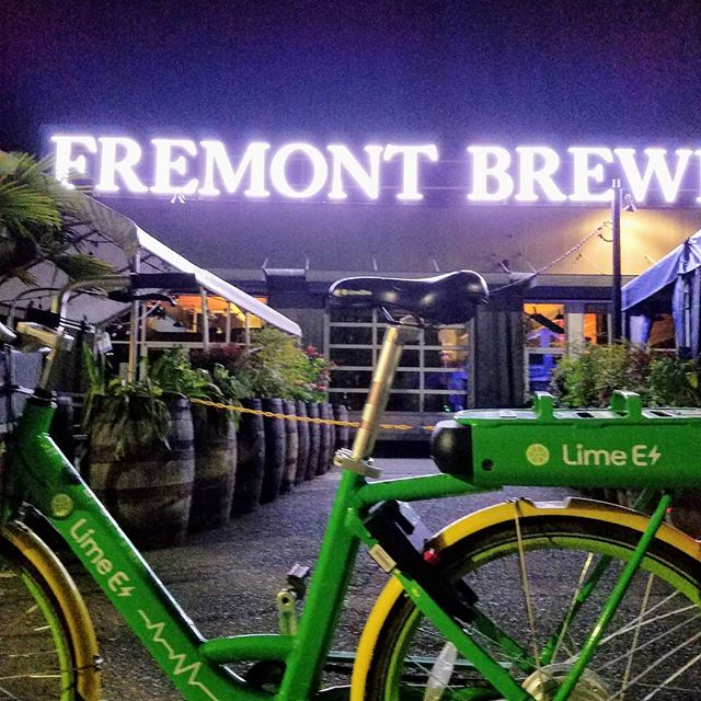 Out for a little late night bike and brew. I love the neon lights of Fremont Brewery in the middle of the night. Normally I'd have my sleek road bike but I forget how I wound up so far from home without it. Thankfully these guys are everywhere. When you're motoring by the lights during the weird part of the night, you just gotta stop for a photo... Even if you are a few beers in and the perspective of that photo is garbage  #fremont #fremontbeer #fremontbrewery #limebike #electricbike #greenenergy #humanenergy #brewery #weirdpartofthenight #bike #bikeandbeer #Seattle #seattlecraftbeer #craftbeer #neon #midnight #latenight #quietphoto