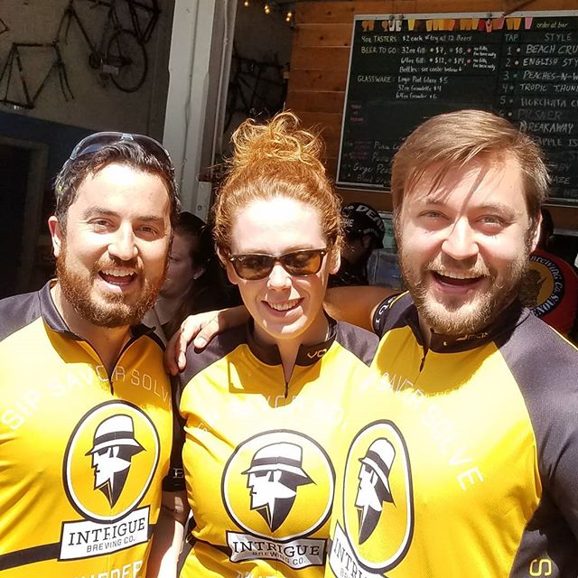 Just a few ride leaders getting ready to ride the Tour de Pints. No big deal! We had awesome weather for an awesome turnout. Over 75 riders!! I can't wait to bring it to @eastsidebeerweek. Thanks to all the breweries that participated @peddlerbrewing @flyingbikecoopbrewery @burkegilmanbrewingcompany @floatingbridgebrewing @rooftopbrewco and @dirtycouchbrewing  #beer #bikeandbeer #sunny #ridebikes #biking #cycling #cyclingcicerone #bikeandbrew #tourdepints2019 #tourdepints #seattle #peddler #ale #daydrinking #jerserys #lycra
