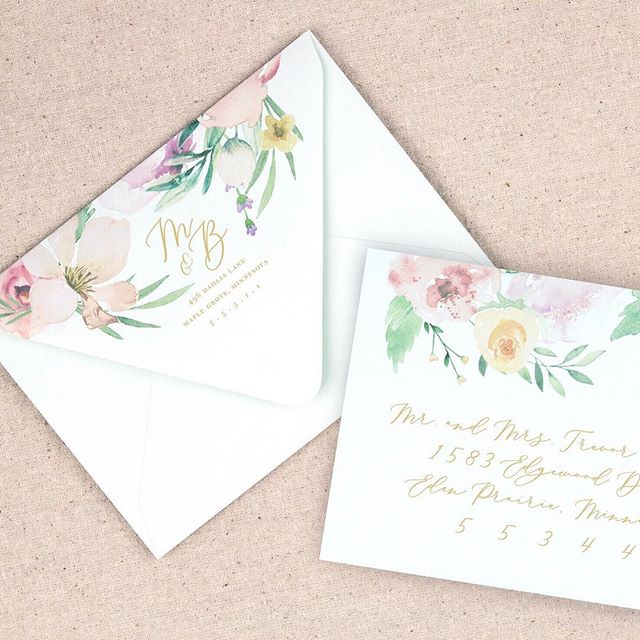 I love creating envelopes as special as the invitation inside. Today I'm excited to participate in a stationery challenge created by @designbylaney #nomoreboringenvelopes Check out Laney's insta for some seriously stunning ideas for envelopes. 💌 Wouldn't you love to see this beautiful floral envelope in your mailbox?! #devondesignco