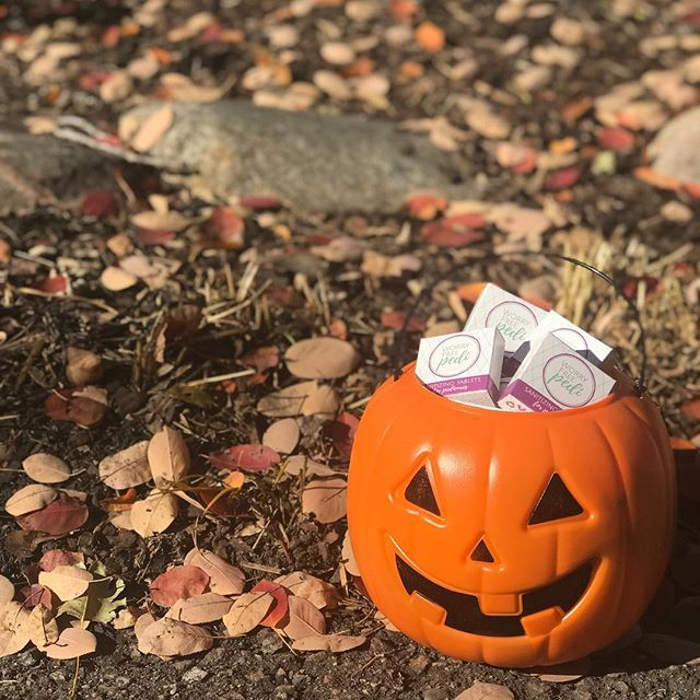 Trick or treat! 👻SAMPLE GIVEAWAY👻First 10 comments get a 2 pack of Worry Free Pedi!  #samplegiveaway #pedicure #beauty #manicure #health #wellness #podiatry #freesamples #worryfreepedi